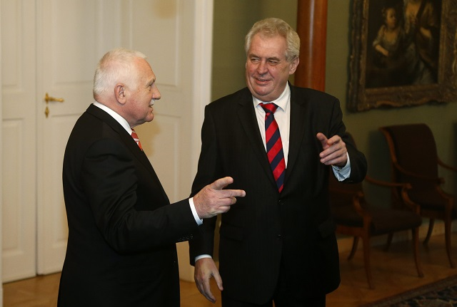 Na snímke Václav Klaus (vľavo) a Miloš Zeman