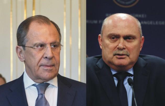 Na snímke vľavo ruský minister zahraničných vecí Sergej Lavrov a jeho turecký kolega Feridun Sinirlioglo