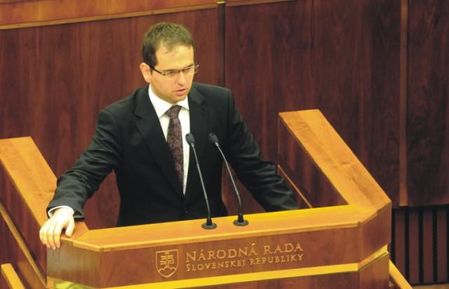 Na snímke predseda Ústanoprávneho výboru NR SR Róbert Madej