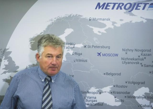 Alexander Smirnov, námestník generálneho riaditeľa spoločnosti Kogalymavia - ktorá v roku 2012 prešla rebrandingom a používa aj značku MetroJet - odpovedá na otázky novinárov v Moskve 2. novembra 2015