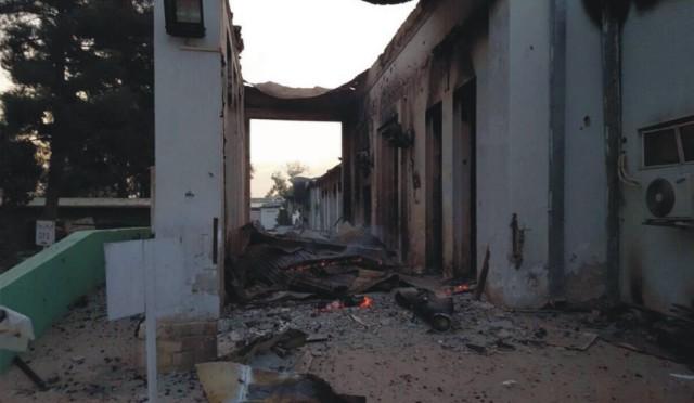 Zhorené zdravotné stredisko organizácie Lekári bez hraníc po explózii v blízkosti ich nemocnice v meste Kundúz, severne od Kábulu 3. októbra 2015. Traja zamestnanci organizácie Lekári bez hraníc (MSF) prišli o život a 30 je nezvestných po nočnom výbuchu v blízkosti ich nemocnice v severoafganskom meste Kundúz. Explózia mohla byť výsledkom amerického náletu na bojovníkov hnutia Taliban, ktorí Kundúz obsadili