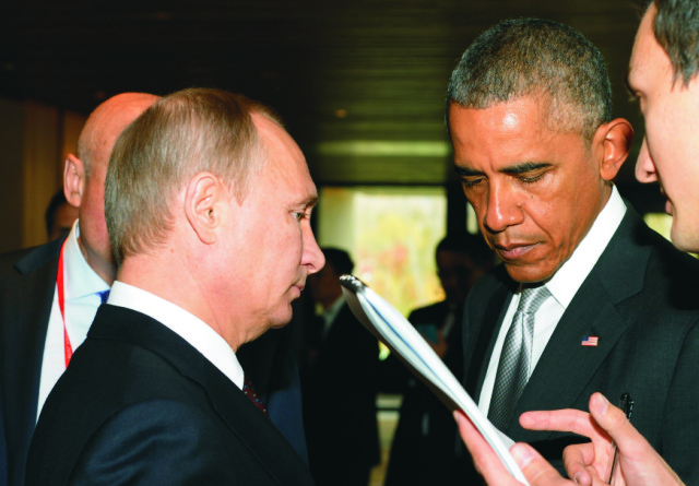 Ruský prezident Vladimir Putin (vľavo) a americký prezident Barack Obama (vpravo)