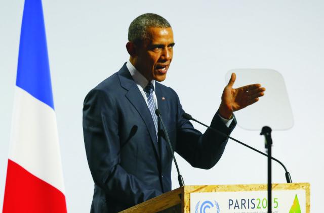 Na snímke americký prezident Barack Obama reční počas klimatického summitu OSN v Paríži 30. novembra 2015