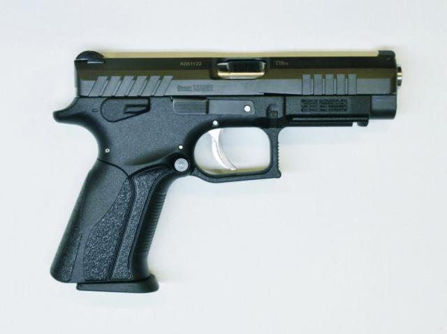 Slovenské pištole Grand Power sú vo svete dobre známe pre svoju kvalitu, vysokú spoľahlivosť a zároveň aj prekvapivo prívetivú cenu. Na snímke nový model Grand Power Q100,. Pištoľ navrhol slovensky konštruktér zbraní  a konateľ Grant Poweru Jaroslav Kuracina