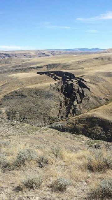 Záber pukliny v zemi v Yellowstonskom národnom parku. Zdroj: Facebook