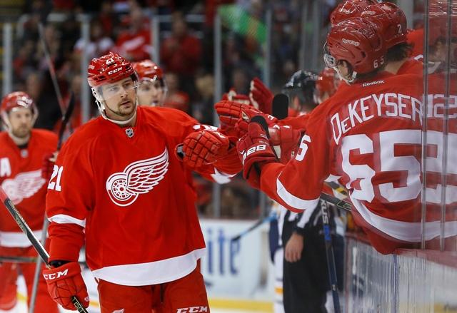 Hokejista Detroitu Red Wings Slovák Tomáš Tatar sa teší po strelení gólu v zápase zámorskej hokejovej NHL Detroit Red Wings  - Buffalo Sabres v Detroite