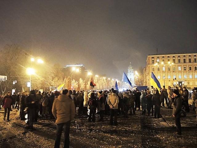 Radikáli v Kyjeve zaútočili na centrálu hlavného oligarchu Ukrajiny Rinata Achmetova