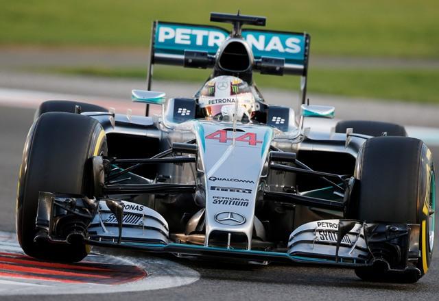 Na ilustračnej snímke britský pilot formuly 1 a majster sveta Lewis Hamilton na Mercedese