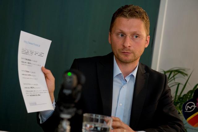 Na snímke predseda LOZ Peter Visolajský
