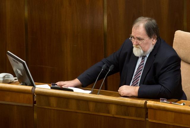 Na snímke podpredseda parlamentu SR Miroslav Číž (Smer-SD)