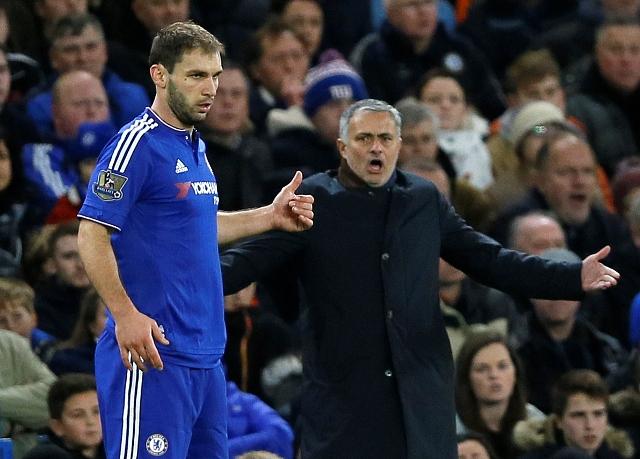 Na ilustračnej snímke tréner Chelsea Londýn Jose Mourinho a Branislav Ivanovič