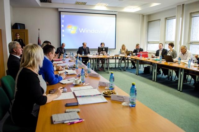 Na snímke šieste zasadnutie Štátnej komisie pre voľby a kontrolu financovania politických strán v Bratislave