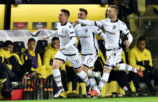 Na snímke vľavo slovenský stredopoliar PAOK Solún Róbert Mak oslavuje svoj úvodný gól v zápase C-skupiny 6. kola Európskej ligy vo futbale Borussia Dortmund - PAOK Solún v Dortmunde