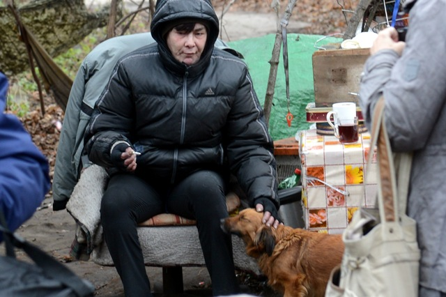 Na snímke bezdomovci na Janíkovom dvore