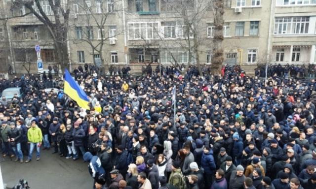 V Kyjeve viac ako 5 tisíc policajtov protestovalo proti klasifikačným skúškam