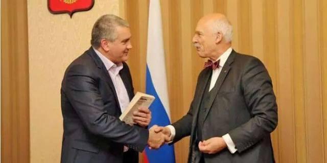 Poľský europoslanec Janusz Korwin-Mikke navštívil Krym