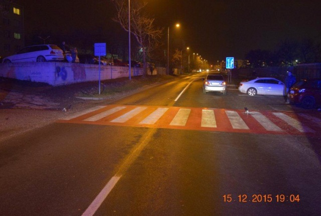 Vodič narazil do maloletého, ktorý sa pri prechádzaní cez cestu vytrhol rodičom z rúk a vbehol na cestu cez riadne označený priechod pre chodcov