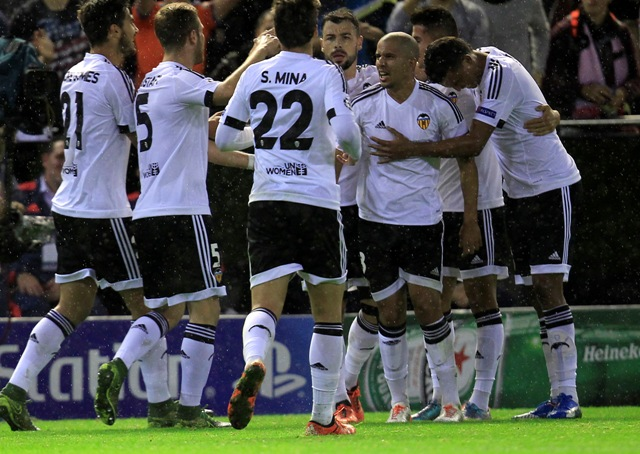 Na ilustračnej snímke hráči Valencie