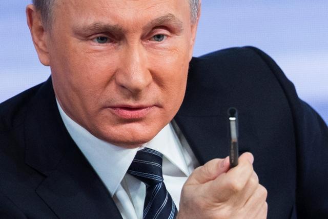 Ruský prezident Vladimir Putin reční na tradičnej koncoročnej tlačovej konferencii 17. decembra 2015 v Moskve
