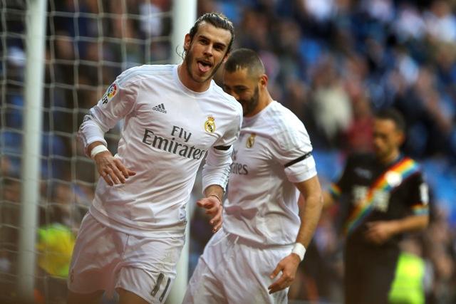 Gareth Bale z Realu Madrid sa raduje zo svojho štvrtého gólu v zápase 16. kola najvyššej španielskej futbalovej ligy proti Rayo Vallecano 20. decembra 2015 v Madride