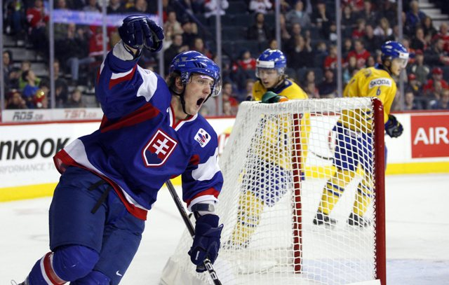 Na snímke hokejista Marek Tvrdoň