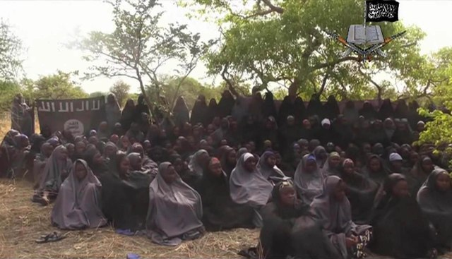 Na videosnímke zverejnenej 12. mája 2014 nigérijskou teroristickou skupinou Boko Haram sú unesené školáčky