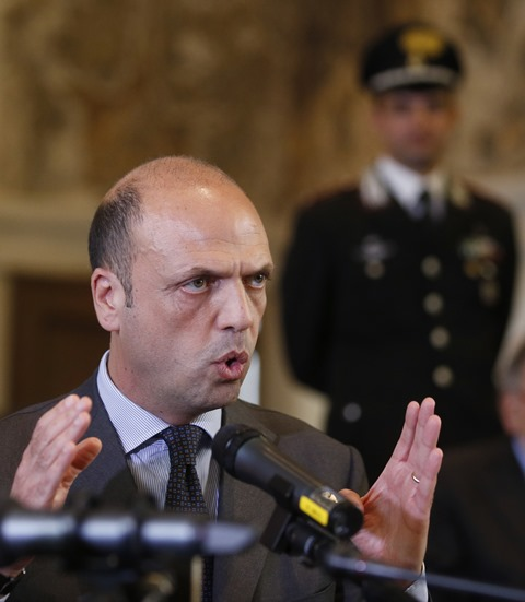 Na snímke taliansky minister vnútra Angelino Alfano