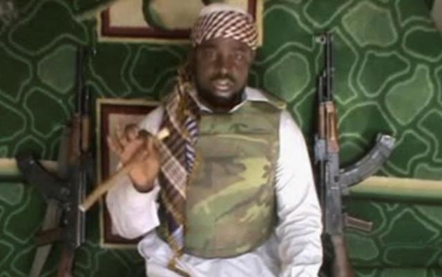 Na videosnímke  líder nigérijskej extrémistickej islamistickej sekty Abubakar Shekau