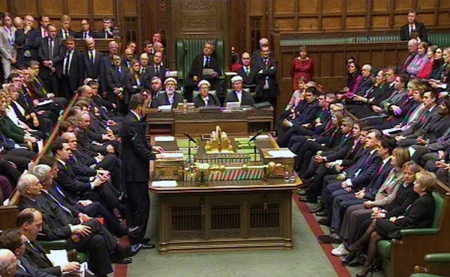Na snímke poslanci britského parlamentu