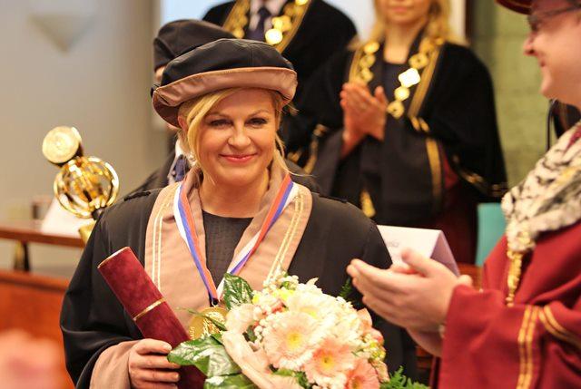 Na snímke prezidentka Chorvátskej republiky Kolinda Grabarová - Kitarovičová počas slávnostného zasadnutia Vedeckej rady Univerzity Mateja Bela (UMB) a Vedeckej rady Fakulty politických vied a medzinárodných vzťahov UMB, na ktorom jej bol udelený čestný titul Doctor honoris causa