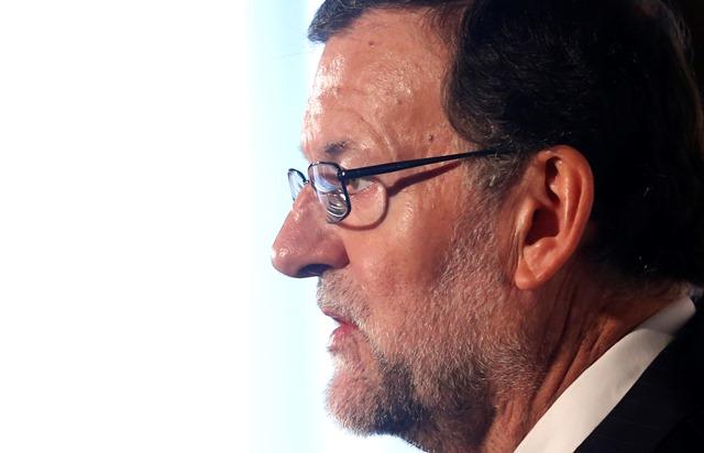 Na snímke španielsky premiér a líder vládnucej Ľudovej strany Mariano Rajoy