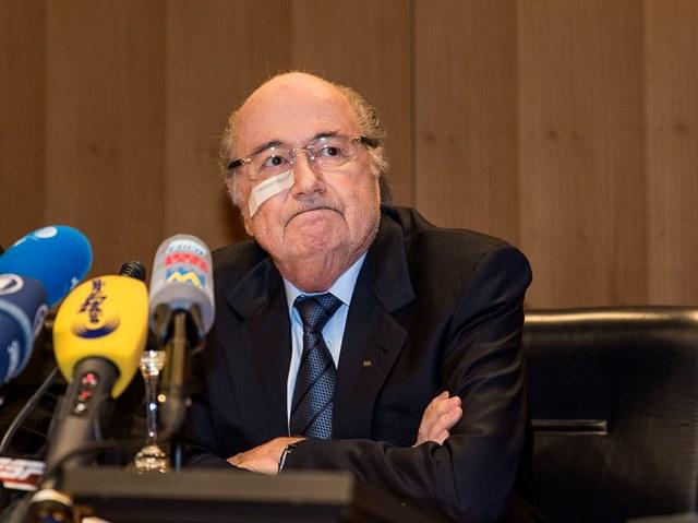 Na snímke suspendovaný prezident FIFA Sepp Blatter