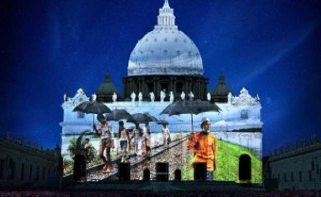 Ukážka svetelnej projekcie na bazilike sv. Petra v Ríme