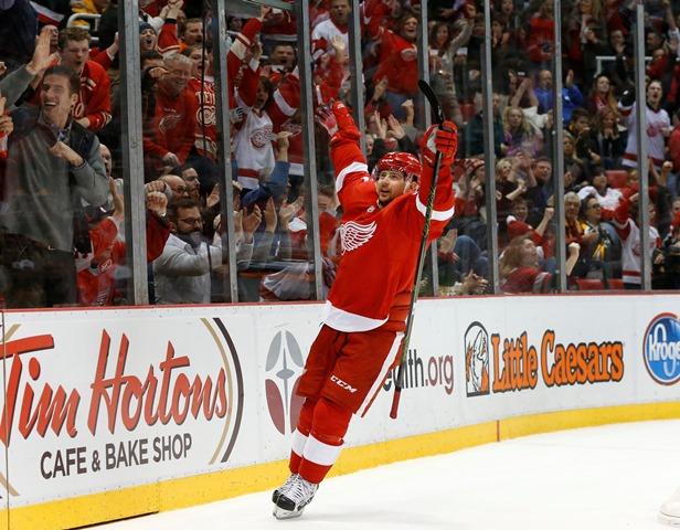 Na snímke hokejista Detroitu Red Wings Slovák Tomáš Tatar