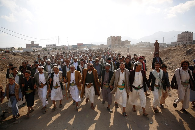 Na snímke šiitskí povstalci, tzv. húsíovia pochodujú počas zhromaždenia na vyjdrenie podpory svojmu hnutiu v Saná