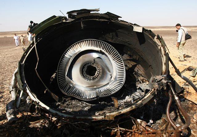 Na snímke časť motora z havarovaného ruského airbusu
