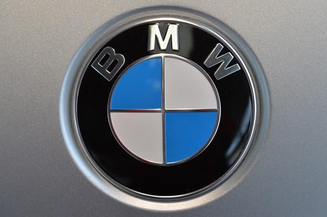 Na snímke logo nemeckej automobilky BMW