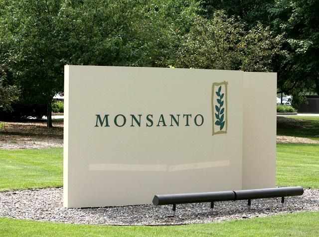 Na snímke je vchod do centrály firmy Monsanto Company v St. Louis