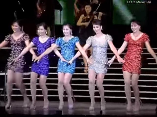 Snímka z vystúpenia populárnej severokórejskej dievčenskej kapely Morabong Band