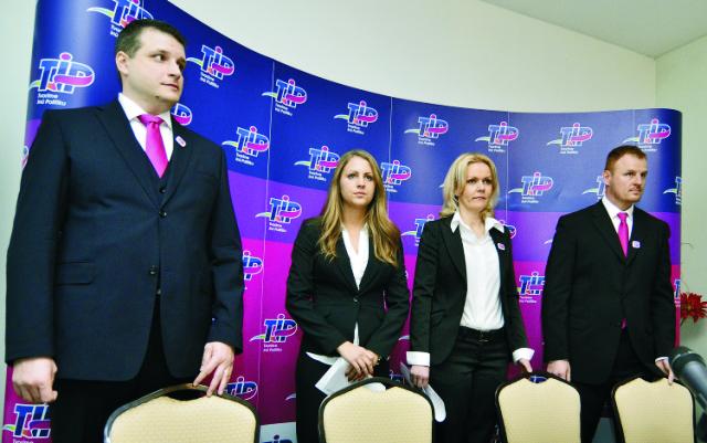 Na snímke sprava predseda strany Tomáš Hudec, podpredsedovia Jana Vološinová, Ivana Augustinská a Martin Schwantzer