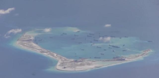 Spornými ostávajú tieto umelé ostrovy v Spratlyho súostroví. Čínska ropná spoločnosť Sinopec buduje svoju stanicu severnejšie