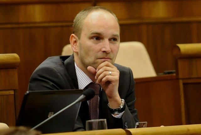 Na snímke opozičný poslanec Jozef Viskupič