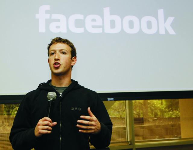 Na archívnej snímke spoluzakladateľ Facebooku Mark Zuckerberg