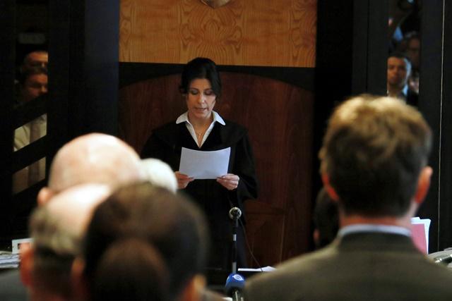 Na snímke predsedníčka senátu Györgyi Szabóová (uprostred) číta rozsudok v súdnej sieni v maďarskom meste Veszprém v kauze tragického úniku toxického červeného kalu z odkaliska hlinikárne v maďarskej Ajke z roku 2010