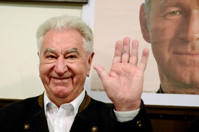 Na archívnej snímke z 24. apríla 2014 kňaz a disident Anton Srholec