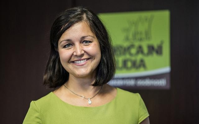 Na snímke poslankyňa za hnutie Obyčajní ľudia a nezávislé osobnosti Erika Jurinová