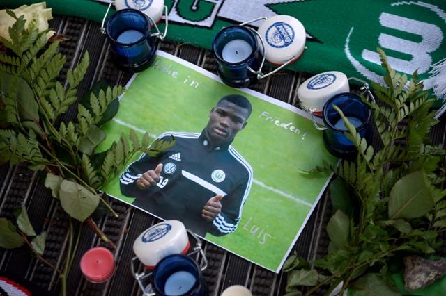 Futbalový svet v sobotu 10. januára 2015 zarmútila správa o úmrtí mladého stredopoliara VfL Wolfsburg Juniora Malandu