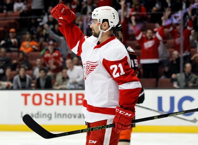 Na snímke slovenský útočník Detroitu Tomáš Tatar oslavuje svoj gól v zápase hokejovej NHL Anaheim Ducks - Detroit Red Wings