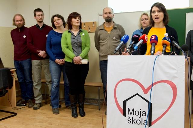 Na snímke vpravo členka štrajkového výboru Jana Ftáčnik Pastorková