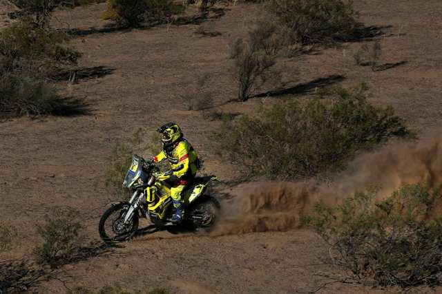 Slovenský motocyklový pretekár Štefan Svitko na KTM na trati skrátenej 9. etapy prestížnych pretekov Rely Dakar v argentínskom Belene